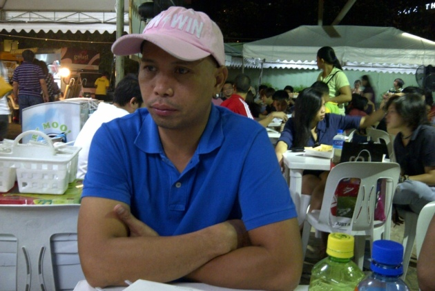 leoncio figuring out what to eat next...