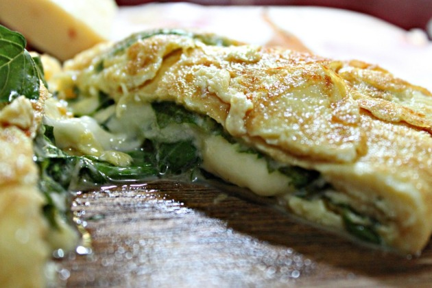Spinach and Three-Cheese Omelet_2